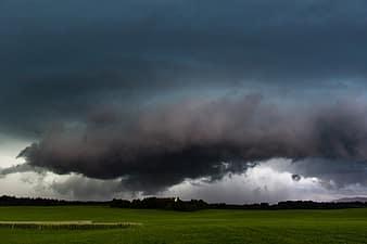 forward-landscape-weather-sky-rain-thunderstorm-wall-cloud-super-cell-storm-thumbnail